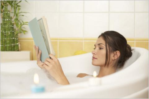 Хороший способ расслабиться - принять ванну с эфирными маслами